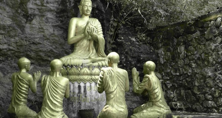 Buddhist statues on Mount Phousi